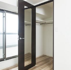 ドア内側に鏡を設置